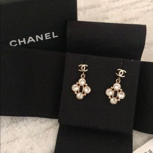 CHANEL earrings 💯% Authentic